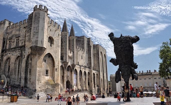 Фасад Папского дворца (Palais des papes d'Avignon)
