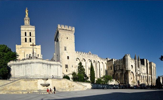 Изысканность Папского дворца (Palais des papes d'Avignon)
