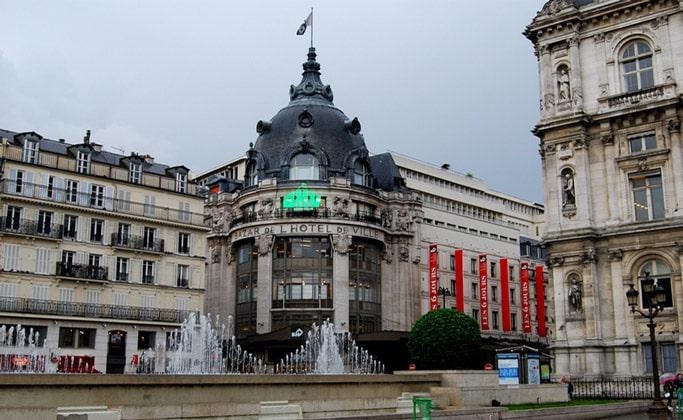 Универмаг Bazar de l'Hôtel de Ville