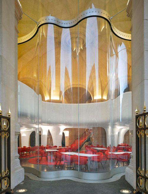 Вход в парижский ресторан l opera